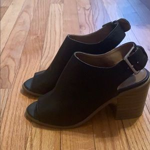 Black mules with chunky heel